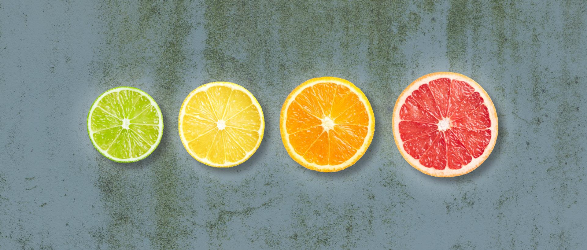 Økologiske citrusfrugter til lemonade på række